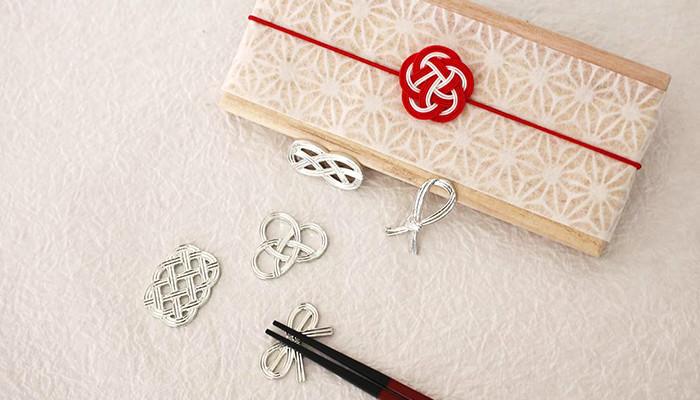 能作の結びの箸置きと日本デザインストアのラッピングをした専用の桐箱