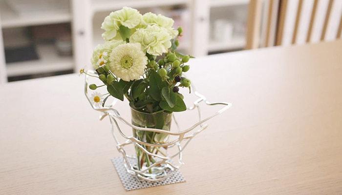 能作のKAGOを伸ばして花器とした例