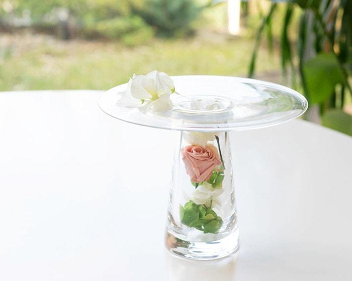 Sghrの花瓶カルマの筒の部分に造花を詰めて飾っている