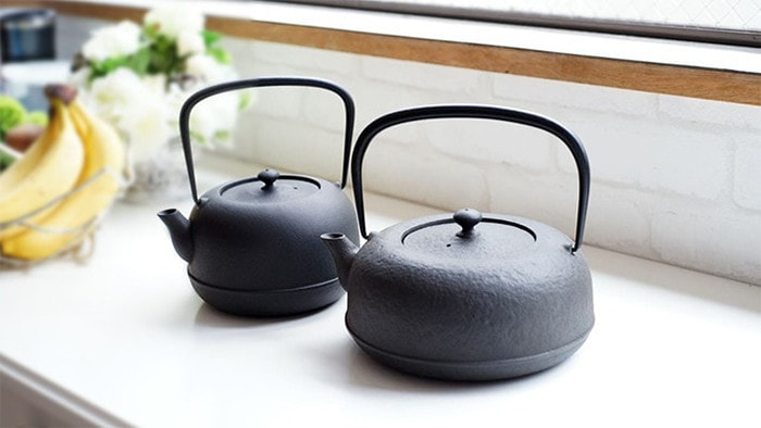 2 sizes of cast iron kettle Mizusawa Ubaguchi tetsubin of Azmaya