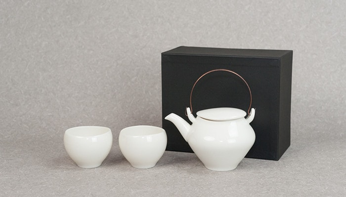 Tea set with a dobin teapot and 2 yunomi of sou sou series from ceramic japan