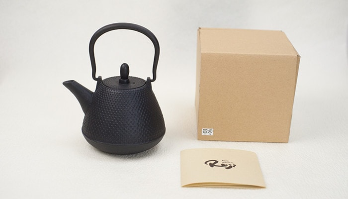 Color tetsubin teapot, its description, and its box
