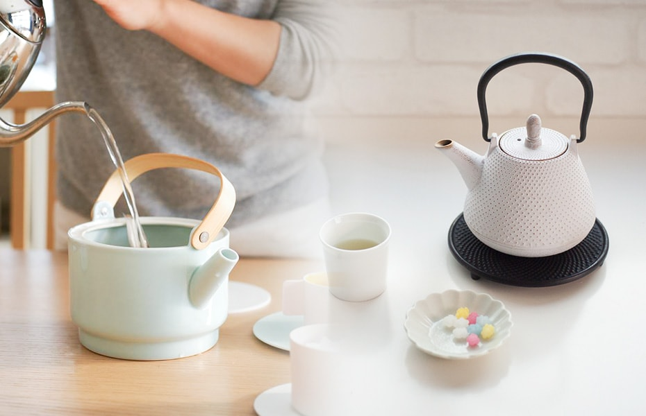 Have a teatime with stylish teapots