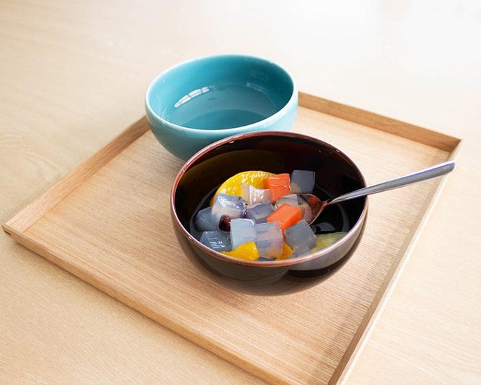 あんみつを盛り付けた白山陶器の汁椀