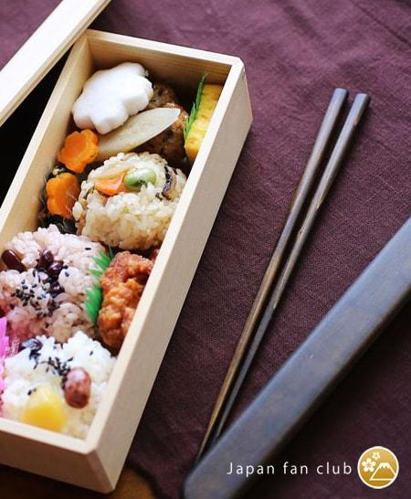 Bento box of Wajima Kirimoto and chopsticks