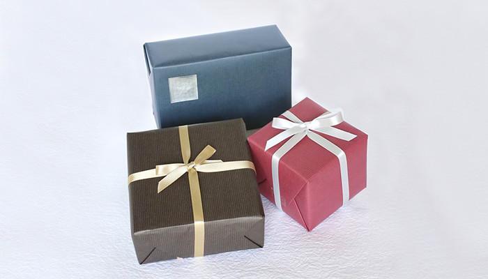 包装紙+リボン掛けラッピングイメージ