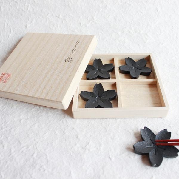 箸置き/桜 4ヶセット 黒/鋳心ノ工房