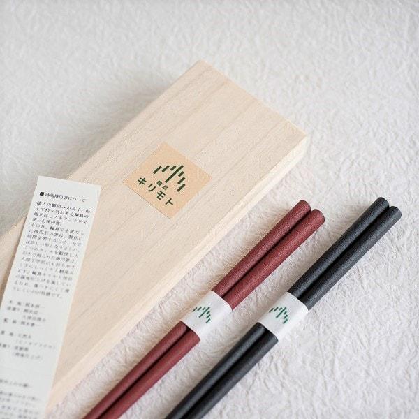 [Set] [Paulownia box] Pair of oval lacquered chopsticks / Makiji / Black & Red / Wajima Kirimoto