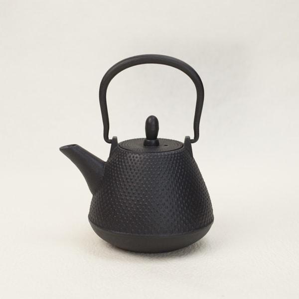 Nambu tekki Color tetsubin teapot / Dome-Arare / Black / Roji