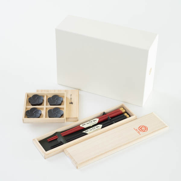 [Set] [Exclusive box] Ume-Kirara set / 2 pairs of chopsticks & Chopstick Rest set / Wajima urushi chopsticks & Yamagata casting