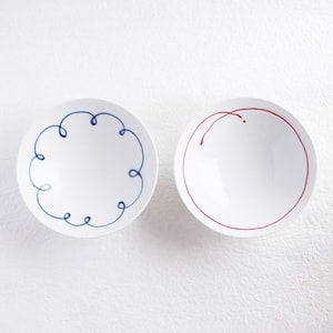 [A set of 2 bowls]A pair of 2 flat rice bowls Blue & Red Line (Exclusive box) / Hakusan Toki_Image_1