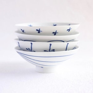 【A set of 4 bowls】A set of 4 flat rice bowls Blue Line & White (Exclusive box)/ Hakusan Toki
