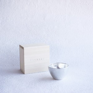[Paulownia box] Guinomi / Sake cup / Silver / Nousaku