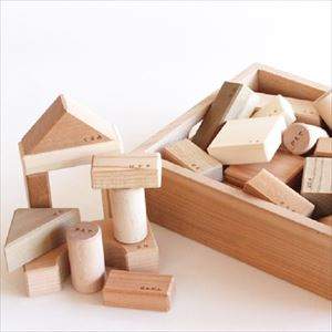 Wood blocks in a box / Oak Village _Image_1