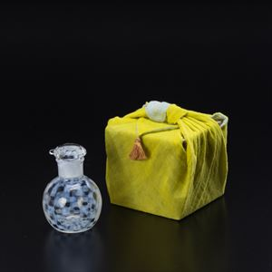 [Handkerchief wrapping] Soy Sauce Cruet / Ichimatsu / Taisho Roman Glass / Hirota Glass