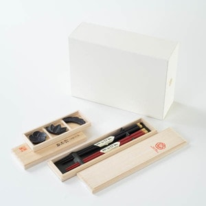 [Set] [Exclusive box] Sho-Chiku-Bai Kirara set / 2 pairs of chopsticks & Chopstick Rest set / Wajima urushi chopsticks & Yamagata casting