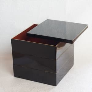 [Set] Jubako box / Jet Black with Gilt Frame (Crimson inside) / 6.5 sun / With Partition cup + Ume Mizuhiki band