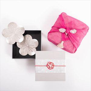 【令和を祝う梅の玉手箱セット】錫梅のトレーペア 一段重(小) ピンクのハンカチ包み