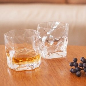 Enjoy long nights of autumn with whiskey! Glasses of Kimura glass make the night special
