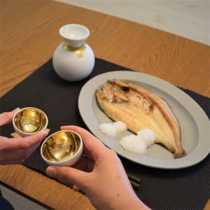Survive cold season with hot sake! Best sake sets for atsukan