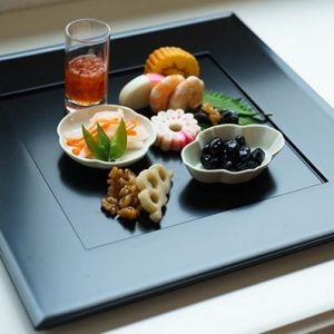 """Kaiseki Shikizen"" as ""Big plate"" and ""Oshiki"""