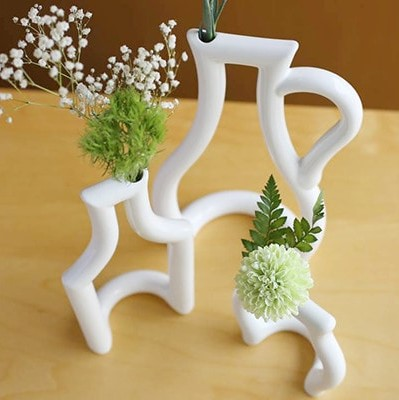 A stylish room with modern flower vase♪