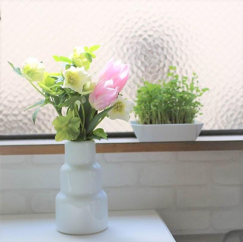 Present bouquet with flower vase