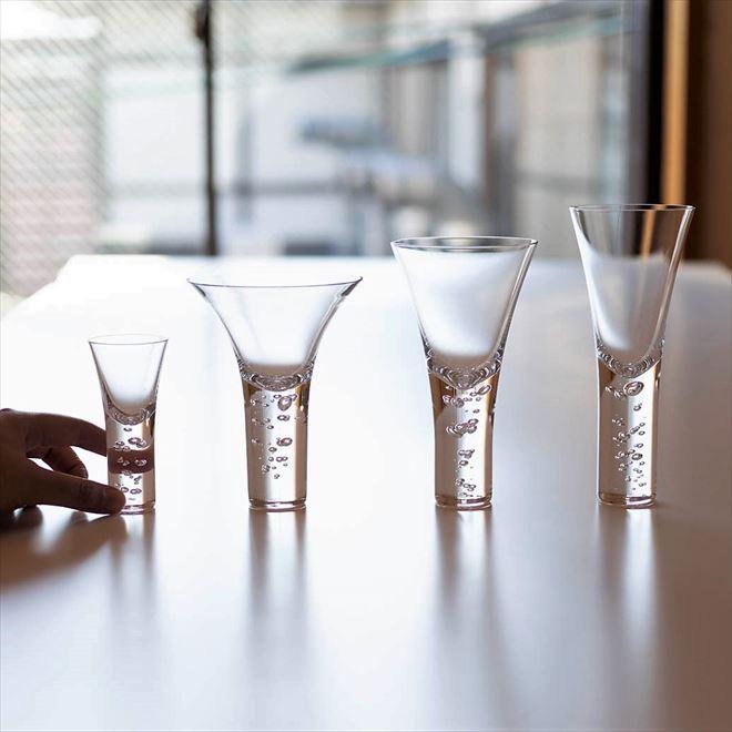 グラスはこんなにも美しい 神秘的に立ち昇る泡